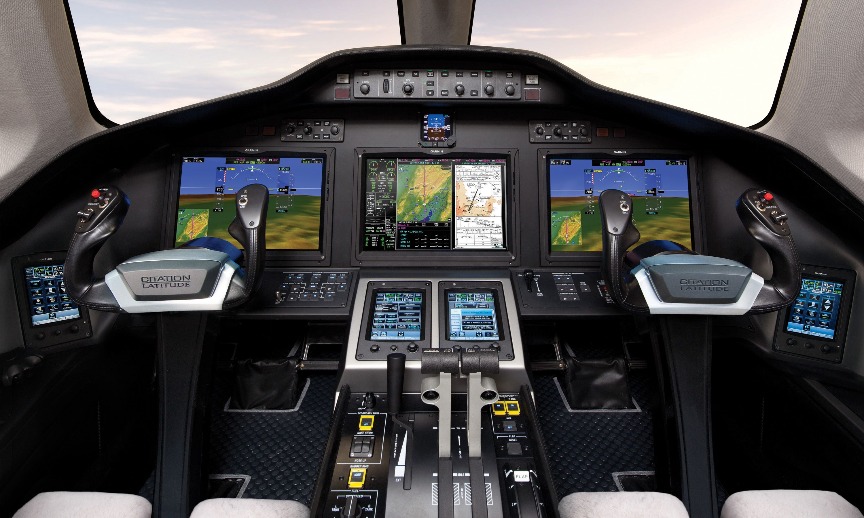 Кабина экипажа Cessna Citation Latitude (cockpit)